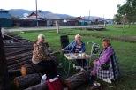 """Natascha und Nachbarinnen beim """"Picknick"""", Bistraja, Irkutsk Oblast"""