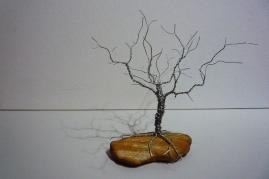 Moorbäumchen (Draht auf englischem Sandstein)